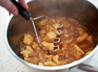 Как делать яблочное пюре на зиму для ребенка?
