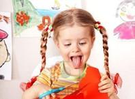 Как научить ребенка пользоваться ножницами?