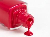 Как вывести пятна от лака для ногтей из одежды?