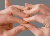 Нарывается палец: как лечить в домашних условиях?