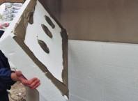 Как крепить пенопласт к стены лучше всего?