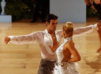 Как научиться танцевать балльные танцы?