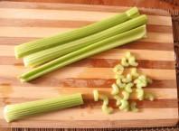 Как приготовить салат из сельдереи?