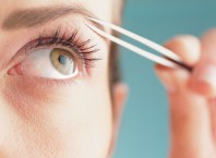 Как избавиться от волос на лице в домашних условиях?