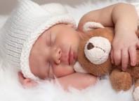 Как приучить новорожденного грудного ребенка спать ночью?