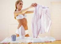 Как удалить клей из одежды?