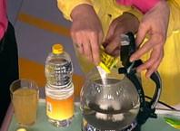 Как чистить чайник от накипи?