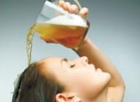 Узнаем, как выпрямить волосы пивом