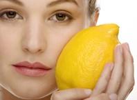 Как можно осветить волосы лимоном?