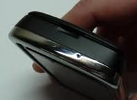 Как открыть крышку телефона?