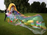 Как сделать раствор для гигантских мыльных пузырьков?